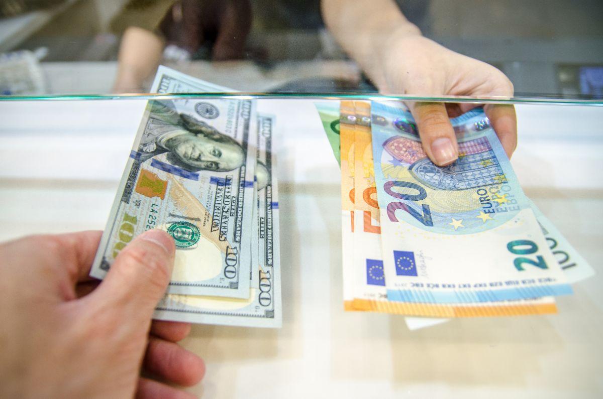 外貨両替の様子
